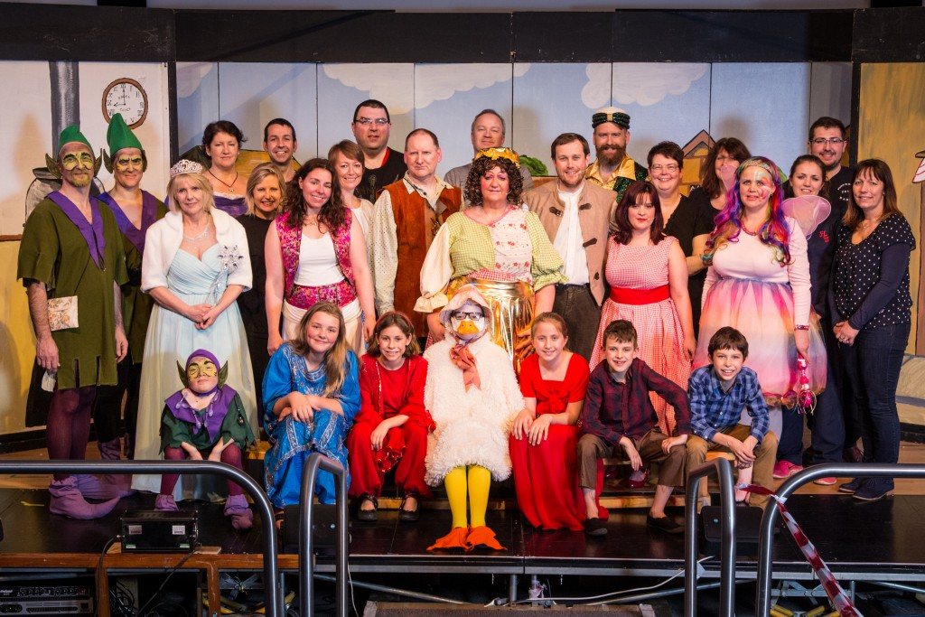 mother-goose-panto-3-whole-cast
